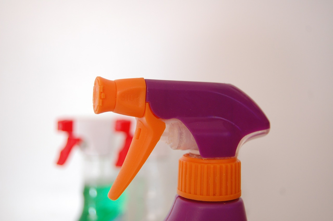 image of a spray bottle to dispense natural cleaning products
