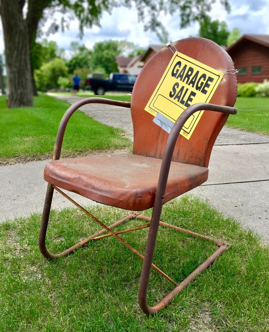 image of a metal lawn chair with a For Sale sign advertising the sale site